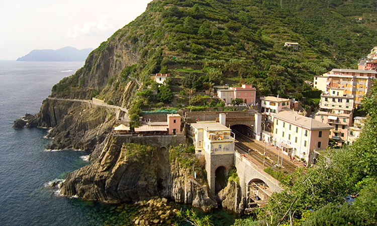 Guide to Riomaggiore Train Station (Cinque Terre)