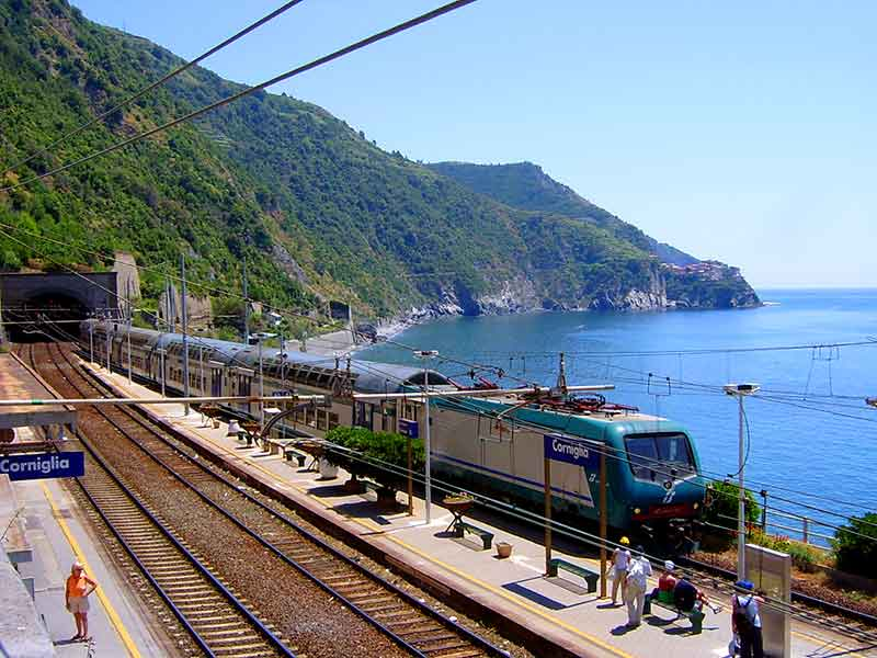 Guide to Corniglia Train Station (Cinque Terre)