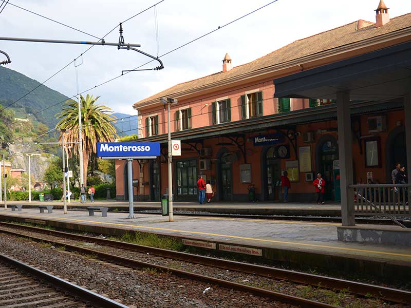 Guide to Monterosso Train Station (Cinque Terre)