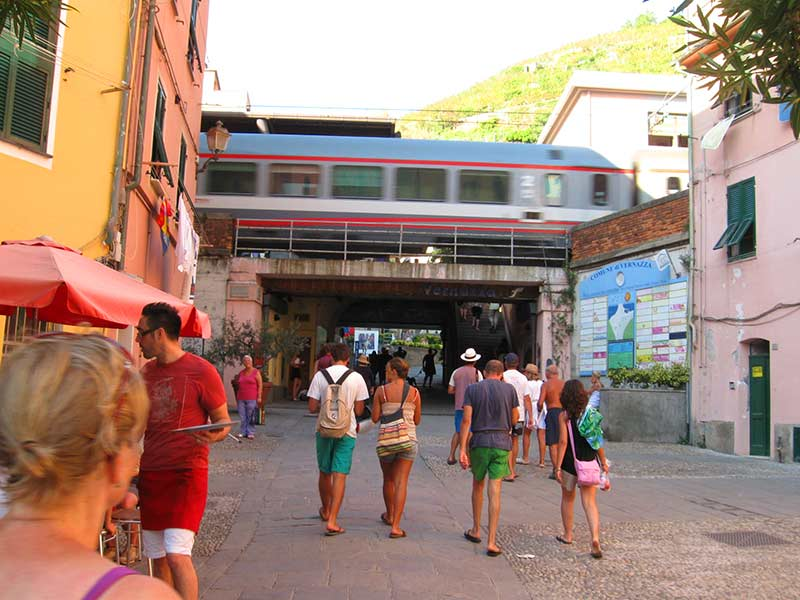Guide to Vernazza Train Station (Cinque Terre)