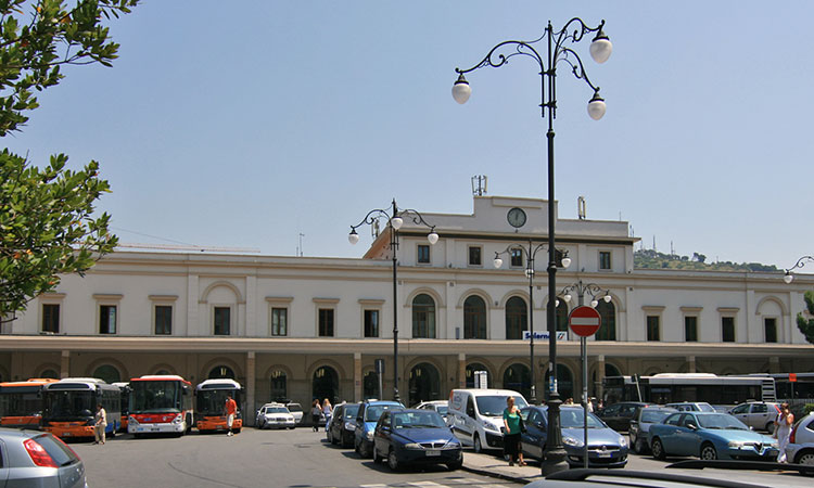 Salerno Train Station Guide