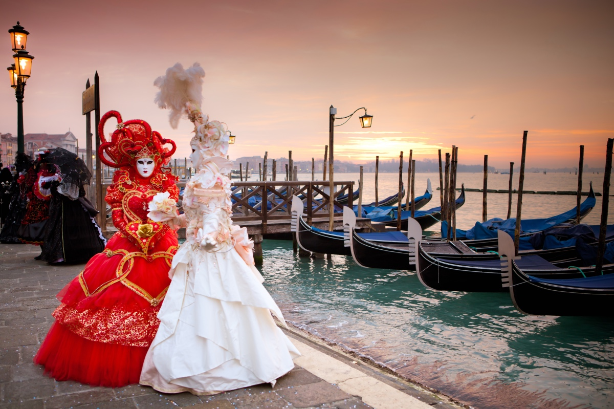 History of the carnival in Venice. What to expect at the Venetian Carnival.