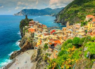 Cinque Terre; hiking trails in Italy