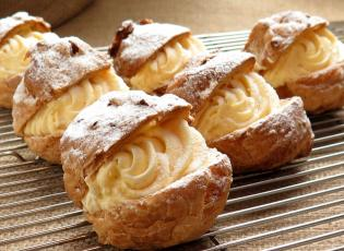Crema pastiera. Pastries from Naples.